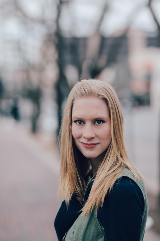 HannahSenior2016-35